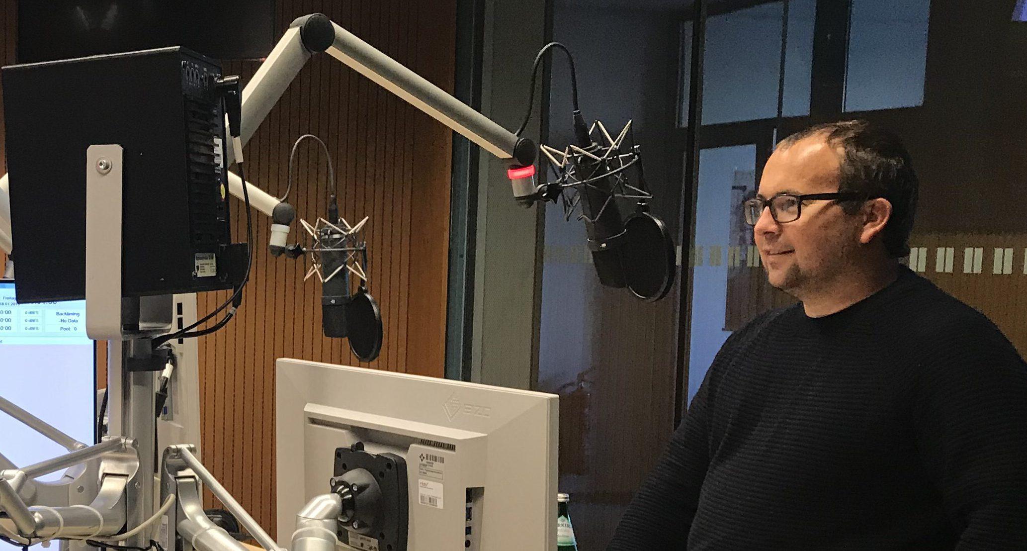Moritz Kirchner im Antenne-Gespräch beim Radiosender Antenne Brandenburg