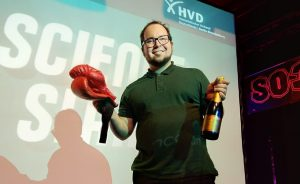 Read more about the article Dr. Moritz Kirchner fährt Science Slam Sieg Nr. 10 ein